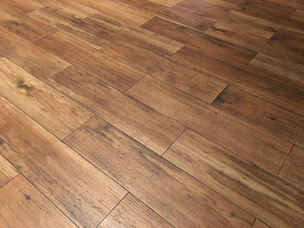 A 50/50 offset flooring pattern